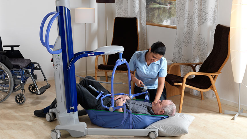 arjohuntleigh-patient-transfer-solutions-maxi-move-nurse-helping-patient-on-floor.jpg